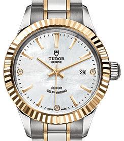 m12113-0017 Tudor Style