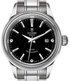 m12100-0004 Tudor Style
